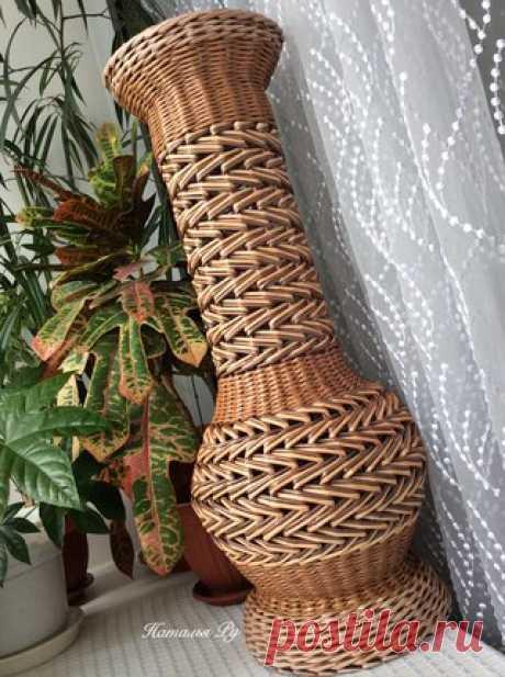 Мир, труд,май!!! Всех с праздником!!!! На таком позитиве сплела вазуВысота 66 см, цвета карамель, беж, палисандр+красное дерево, бронзовая патина Всем улыбок, тепла и отличного настроения!!!
