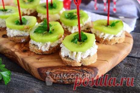Бутерброды со сливочным сыром, киви и крабовыми палочками — рецепт с фото на Русском, шаг за шагом. Предлагаю еще один вариант вкусных бутербродов, который отлично подойдет для праздничного застолья и не только. #бутерброды #закуски #закуска #новыйгод #рождество #закусочка #бутеры #еда
