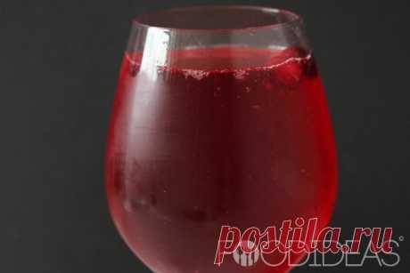 Настойка на клюкве. Настойка на клюкве по этому рецепту готовится очень просто и требует минимальный набор продуктов. Полученный напиток обладает красивым цветом, приятным ароматом и послевкусием.