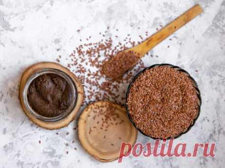 Как приготовить урбеч: 5 рецептов Урбеч — продукт родом из Дагестана, который изначально готовили из перемолотых семян льна. Сегодня эту пасту можно встретить со всевозможными вкусами и добавками: например из семян чиа, конопли, кокоса, орехов, расторопши, кунжута или мака. Мы собрали пять рецептов, которые вам точно понравятся.
