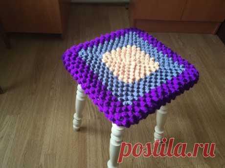 "Сидушка на табуретку узором ""Попкорн"" крючком/Seat on a stool pattern ""Popcorn"" crochet"