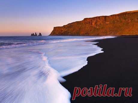 Черный пляж Рейнисфияра-самый красивый пляж в мире!