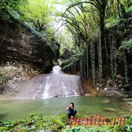 Самый необычный водопад Абхазии: как добраться самостоятельно, в какой сезон и где искать «лицо Призрака»? | Душевный шагомер | Яндекс Дзен