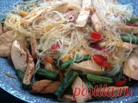 Рисовая лапша с курицей: вкусная рисовая лапша с куриным филе и овощами - Скатерть-Самобранка - медиаплатформа МирТесен