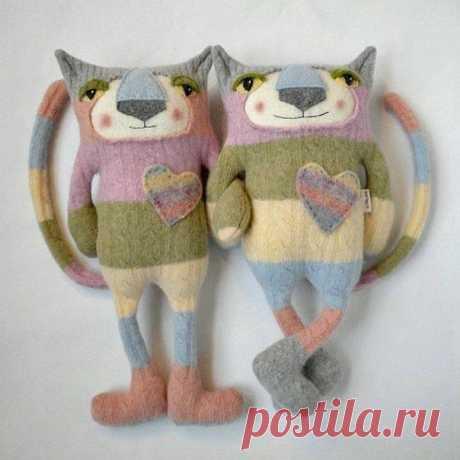 Новые игрушки из старых свитеров.