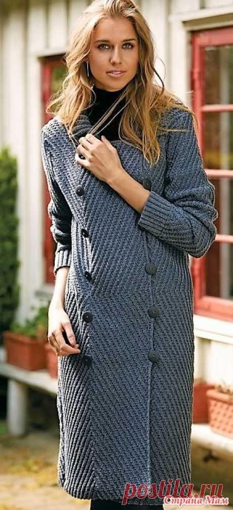 Элегантное пальто которое стойнит. Спицы. Элегантное пальто с двойным рядом пуговиц и отложным воротником по достоинству оценят те, кто ценит стиль и классическую строгость.  РАЗМЕРЫ  S (M) L (XL)