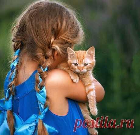 Нам всегда кажется, что нас любят зато, что мыхороши. Анедогадываемся, что любят нас оттого, что хороши текто нас любит!  Лев Николаевич Толстой.