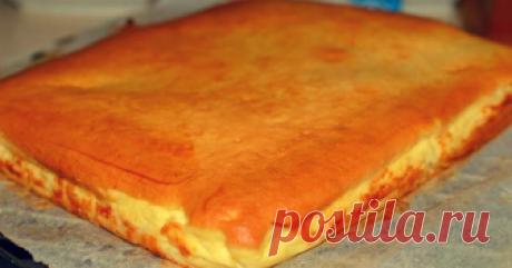 Наливной пирог с творогом. Простой рецепт особенного лакомства - appetitno.net Творожный пирог — это один из тех простых домашних рецептов, к которым я часто прибегаю. Он готовится быстро, получается вкусно, а дети его просто обожают. По желанию вы можете в положить начинку сухофрукты или свежезамороженные ягоды. Наливной-пирог-с-творогом Ингредиенты –2 яйца –9 столовых ложек сахара (пудра) –9 столовых ложек растительного масла –9 столовых ложек молока –12 столовых ложек м...