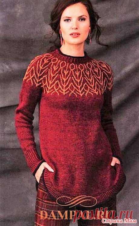 Пуловер с двухцветной круглой кокеткой. Спицы. Женский пуловер украшен рисунком, который выполнен на кокетке пряжей контрастного цвета.  Размеры:  XS (S, M, L, XL)  Окружность груди – 85 (91.5, 99.5, 111.5, 122) см,