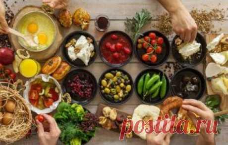 10 полезных уловок, которые спасут подпортившиеся продукты Если с едой произошли неприятные изменения, не спешите ее выкидывать. Есть несколько уловок, которые помогут вернуть вторую жизнь продуктам.