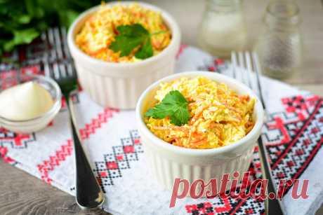Салат «Посиделки» с корейской морковью   Foodbook.su Салат «Посиделки» с корейской морковью можно приготовить за короткое время, особенно если у вас есть готовая маринованная морковка. Купить все ингредиенты для рецепта не проблема. Нам понадобится