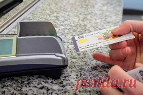 Кража не отходя от кассы. Как воруют деньги с карт в магазинах На что нужно обращать внимание, чтобы не стать жертвой мошенников, расплачиваясь картой?