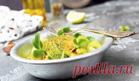 Салат из авокадо, кукурузы и сельдерея - Лайфхакер