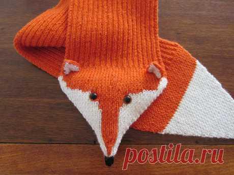 Вязаный шарф в виде лисы спицами