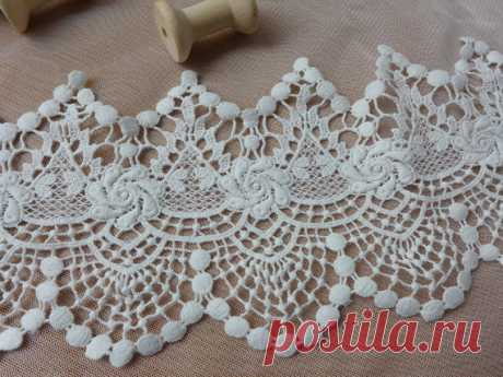 Retro Style Scalloped Lace Cotton Lace in Off white Chic Cutwork Lace Trim 4 9 inches wide by yard - MommyGrid.com