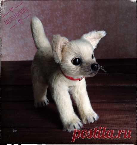 """Собачка """"Паппи"""" Интерьерная игрушка Связана из фактруной пряжи, стоит самостоятельно (армирована), тонирована, носик, когти - пластика, глазки стекло, рост 16 см. Единственный экземпляр Авторская работа"""