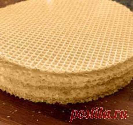 Вафельные коржи>>>Вода очищенная 250 миллилитров ==Мука пшеничная 250 грамм ==Масло растительное 1 столовая ложка
