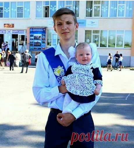 На выпускной к брату
