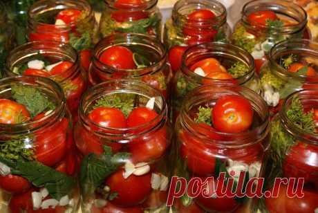 ПОМИДОРЫ НА ЗИМУ Здесь собраны 23 рецепта помидоров, которые мы предложим попробовать приготовить в летний сезон, а пока они будут опубликованы на странице, что бы не затерялись в закладках. Кто захочет - может взять себе на стенку или в закладки. Но мы их обязательно повторим.  1.Помидоры острые  - помидоры; - лавровый лист; - острый красный перец, - чеснок, - укроп, сельдерей, гвоздика, перец-горошек, семена горчицы, корень хрена. Рецепт мариновки 1. Помидоры, отобранные...