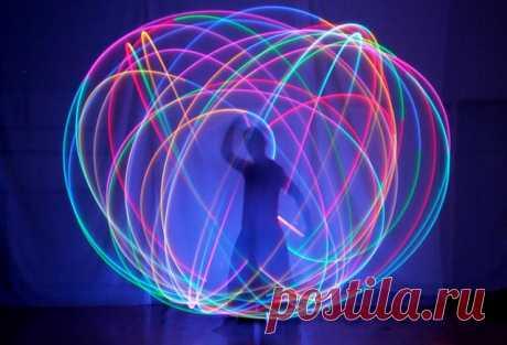 ЭНЕРГЕТИЧЕСКАЯ ЗАЩИТА. Информационно-биополевой шар. Вначале выстраивается защитная оболочка, но в форме шара. Шар должен быть заполнен биологической энергией серебристо-фиолетового оттенка. С наружной стороны шара находятся меридианы и параллели, на которых в виде лент красуются надписи: «Я вам не нужен».