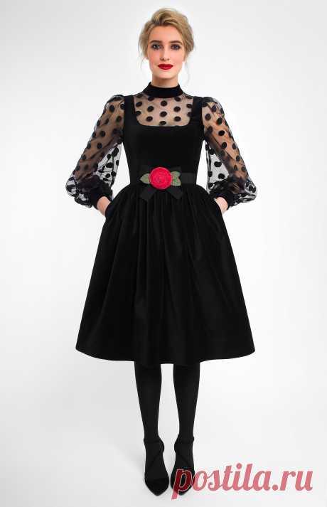 Cristelle Комбинированное платье из чёрного бархата и прозрачной сетки в крупный горох. Потайная молния на спине. Бархатный воротник-стойка. Внутренние карманы в боковых швах. Отстёгивающийся пояс с бархатной розой ручной работы дизайнера. На фото: модель ростом 178 см, размер S.