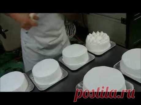 Самый простой и быстрый способ украшения торта взбитыми сливками (как украсить торт кремом). - YouTube