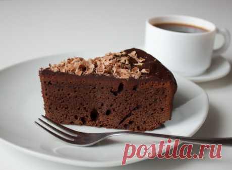 Шоколадный пирог с ганашем на Вкусном Блоге Ну что, дорогие мои шокоманы? Побалуемся очередной вкуснейшей шоколадной выпечкой? Этот нежный пирог готовиться очень просто и быстро. Он не получается сухим даже с учетом отсутствия какой бы то ни было пропитки. Такой пирог вполне можно подать на праздничный стол вместо традиционного многослойного торта. Смешиваем в миске просеянную муку, какао,…