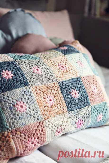 Чехол на подушку из мотивов. Крючком. Схема. / knittingideas.ru