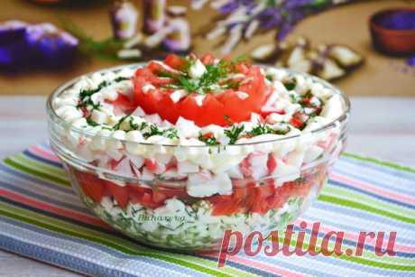 Салат «Дамский» с творогом Очень вкусный и легкий салатик — как раз то, что нужно нам, девочкам.  Готовится довольно просто, но получается просто восхитительным. Если вам не нравится запах чеснока, то можно не добавлять, но… я …