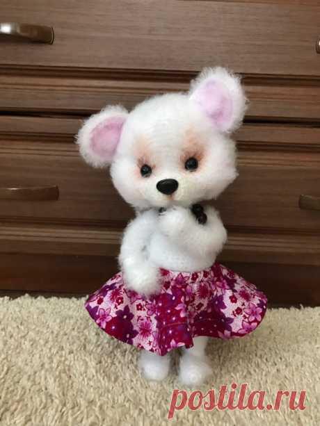 Мышка Люси. Вязаная мышка. Вязаная игрушка крючком. Амигуруми. Амигуруми мышка. Новогодняя игрушка. Новый год 2020. Вязаная жизнь. #МышкаЛюси #Вязанаямышка #Вязанаяигрушкакрючком #Амигуруми #Амигурумимышка #Новогодняяигрушка #Новыйгод2020 #Вязанаяжизнь #мышь #мышонок #мышка #вязаныймышонок #вязаныймышоноккрючком  #амигурумимышонок #амигурумиигрушка #амигурумикрючком #вязаниекрючком #вязание #мастерклассповязаниюкрючком  #игрушкасвоимируками #вашиработы #вашихвастики