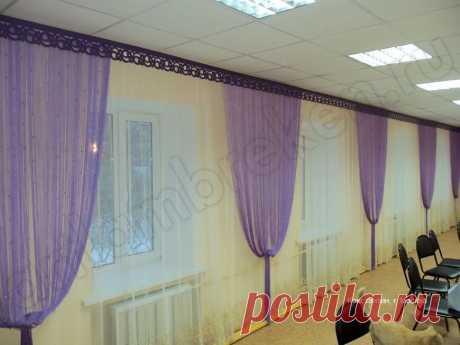 Длинный ламбрекен и шторы в актовый зал, фото интерьера