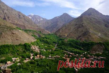 Get back to nature on a hike of the amazing Ourika Valley and get magnificent views of the Atlas Mountains, stunning waterfalls and Berber villages along the way.