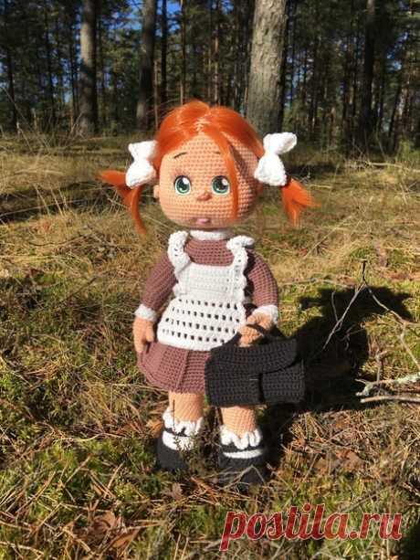 Перкоклашка. Вязаная игрушка крючком. #первоклашка #Вязанаяигрушкакрючком #Вязанаякуклакрючком. #кукла. #вязание. #вязанаяжизнь. #амигурумиигрушка. #амигурумикукла.   #вашиработы