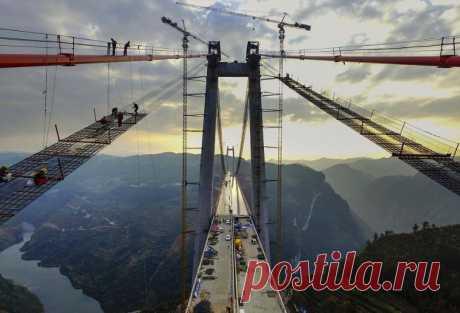 Гигантский подвесной мост в Китае строят строители с титановыми... руками