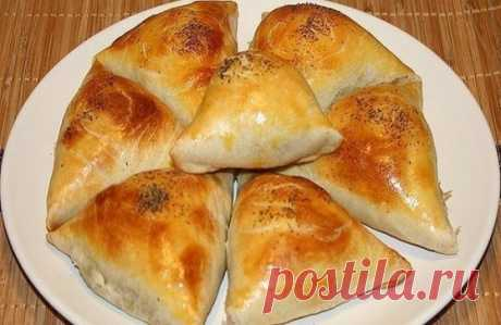 Samosa — the same baked pies, but with unique east taste and aroma.\u000d\u000aStructure\u000d\u000a— Flour 4 glasses\u000d\u000a— Margarine 150 gr.\u000d\u000a— 1+1 eggs\u000d\u000a— 1 glass of sour cream\u000d\u000a— Soda extinguished essence 0,5 of h spoon\u000d\u000a— Mincemeat pork + beef 500 gr.\u000d\u000a— Onion of 3 pieces.\u000d\u000a— Salt, pepper\u000d\u000a— Greens\u000d\u000aPreparation\u000d\u000aTo make forcemeat, meat to take more fatly and onions is more. In forcemeat to cut greens to put allspice, salt, to mix everything to homogeneous mass.\u000d\u000aDough. The Mar warmed at the room temperature
