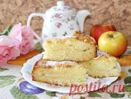 Очень модный в этом сезоне заливной пирог с яблоками (на кефире)