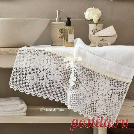 Белый кружевной край полотенца