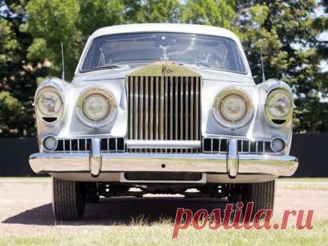 Необычный Rolls-Royce Silver Wraith Special Saloon со встроенным унитазом                     (12 фото) . Чёрт побери