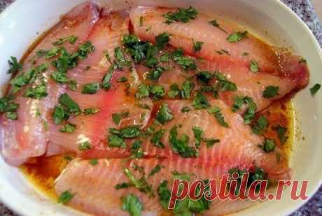 9 marinades for fish\u000a\u000a1. A mackerel in three minutes\u000a\u000aIngredients:\u000a\u000aMackerel (average) — 1 piece\u000aOnions peel (how many is, approximately)\u000aSalt (spoons without top) — 5 tbsps.\u000aWater — 1 l\u000a\u000aPreparation:\u000a\u000aTo wet an onions peel for a while in water. Then to put on fire and to add salt. On liter of water 5 tablespoons of salt are necessary (if waters it is necessary more, then salts respectively). Salty onions water to boil, put a mackerel and to cook exactly 3 minutes! Then a small fish to cast away on a colander and mo...