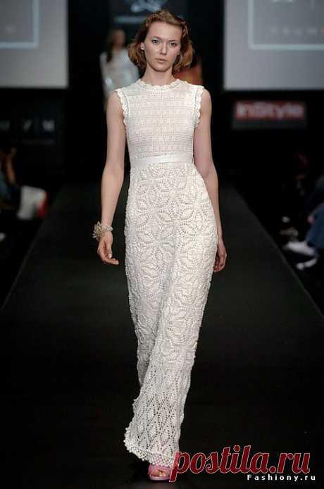 Из супер-моделей: платье от Ребекки Тэйлор крючком. Есть описание работы со схемами.
