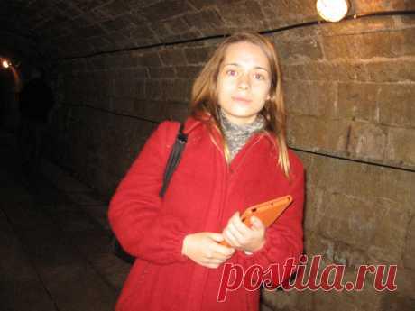 Полина Кубышкина в подземелье Гатчинского дворца