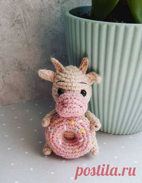 Схема вязания бычка с пончиком крючком #амигуруми #вязанаяигрушка #игрушкикрючком #вязаныйбык #быккрючком #amigurumipattern #crochetpattern #amigurumibull #crochetbull