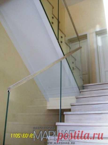 Лестницы, ограждения, перила из стекла, дерева, металла Маршаг – Отделка дубом с балюстрадой из стекла