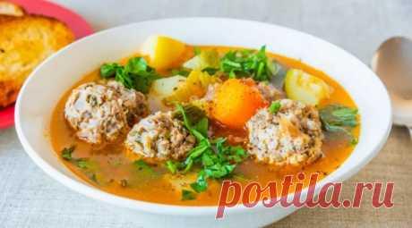 Суп с фрикадельками из куриного фарша - 7 рецептов самого вкусного супа Фрикадельки — один из тех ингредиентов, вокруг которого временами возникают споры. А вопрос вот в чем. Нужно ли их обжаривать,