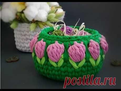 Корзинки с цветами тюльпанами клубничками крючком из трикотажной пряжи - идеи и схемы для вязания