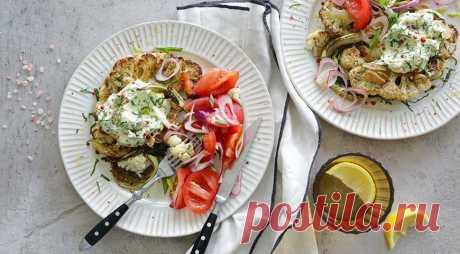 Стейк из цветной капусты с чесноком Сделайте к такой капусте салат из спелых помидоров с красным луком и оливковым маслом. Как использовать цветную капусту см. на Читай дальше на сайте. Жми подробнее ➡