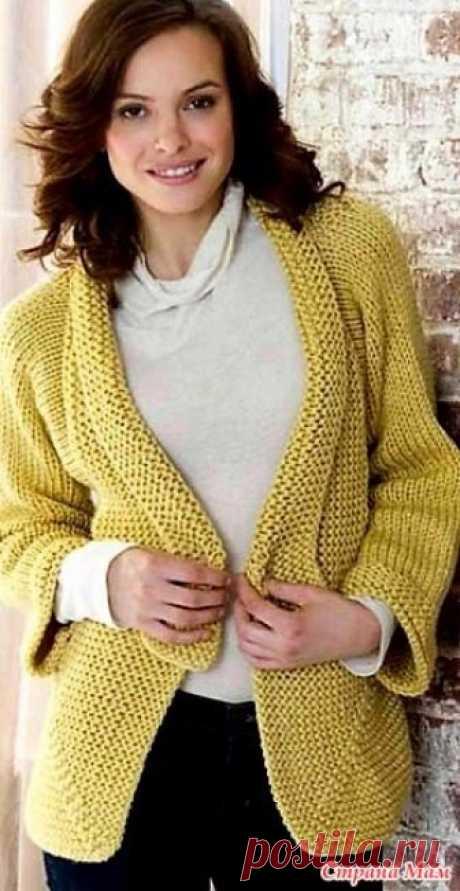Жакет со скошенными уголками. Спицы. Красивый жакет, приятного желтого оттенка цвета, связан спицами. Жакет связан преимущественно платочной и чулочной вязкой.