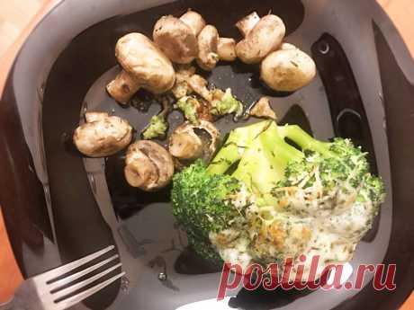 Запеченная брокколи с сулугуни и шампиньонами Запеченная брокколи с сулугуни и шампиньонами - пошаговый кулинарный рецепт приготовления с фото, шаг за шагом.