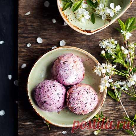 Домашнее сливочное мороженое с черникой и персиками - пошаговый рецепт с фото