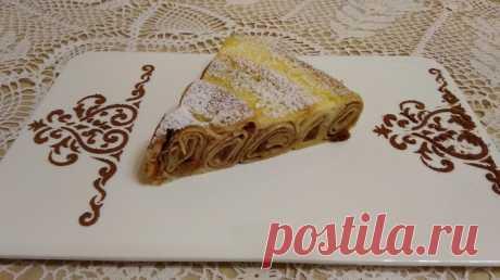 Сладкий пирог из блинчиков                   Ингредиенты. Тесто для блинов: молоко 900 мл. яйца 4 шт. мука 350 гр. сахар 4 ст. л. масло растительное 2 ст. л. разрыхлитель 2 ч. л. Начинка: яблоки 5 шт. бананы 2 шт. изюм 50 гр. с…